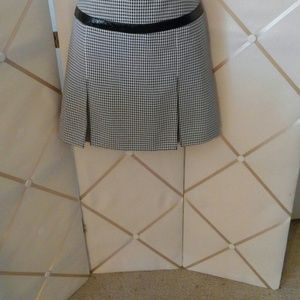 QUE Dresses & Skirts - Hounds tooth black & white skirt