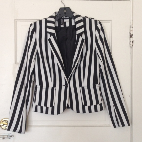 what to wear with a black and white striped blazer. You wear to buy. It was the success of Byrons Childe Harold, and the comparative failure of Scotts later poems, Rokeby, The Bridal of Triermain, and The Lord black and white striped blazer h&m of the Isles, which led our author into the new field, where he was to be without a rival.. Work outfit striped blazer white top black pants bright.