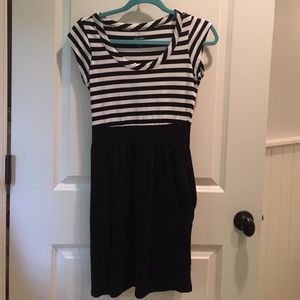 Old Navy Black and White Striped Dress