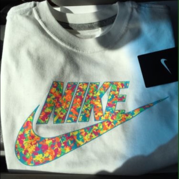 dc82f637ec0 Fruity pebble foams tee. M 55ac1bbce5a6204f8e011a5b