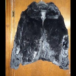 Genuine fur coat with detachable hood