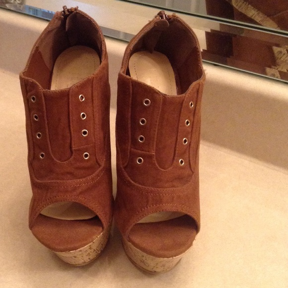 80 liliana shoes faux velvet open toe wedges size 7