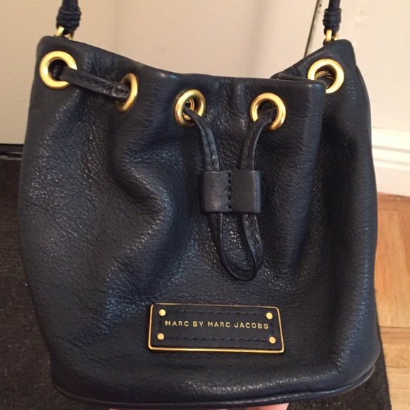 44927bb08d14 Marc Jacobs Crossbody Bucket Bag. Navy Blue. M 55ad180abf441c56cf0160fc