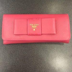 prada saffiano bow continental wallet