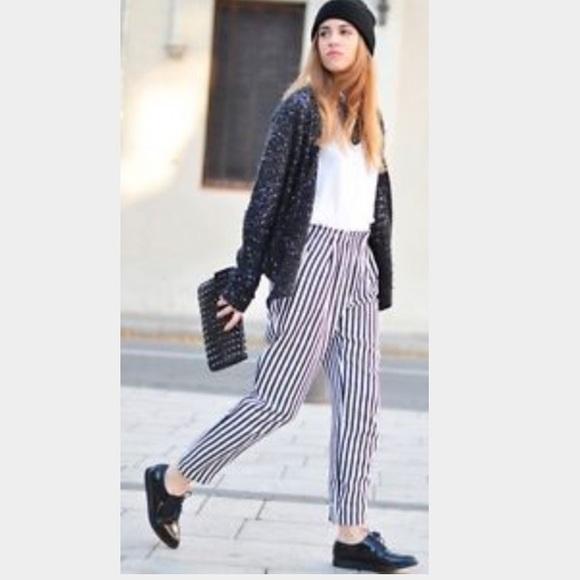 9d9b44c8 Zara Black and White striped pants. M_55ca7477c5e8900c3701be42
