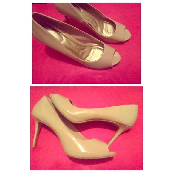 dexflex comfort high heels from jaimie s closet on