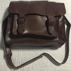 TOPSHOP Cambridge Messenger Bag