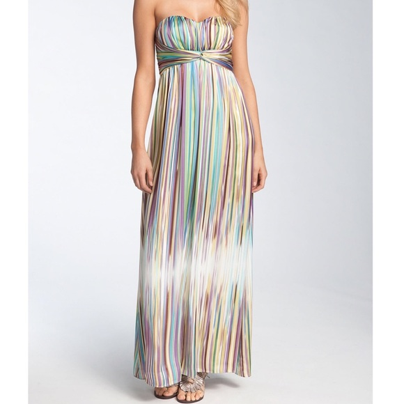 Jessica Simpson Dresses & Skirts - Jessica Simpson Strapless Chiffon Maxi Dress