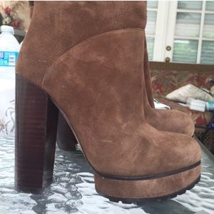 Brown suede, platform size 35 boots. FIRM !!!