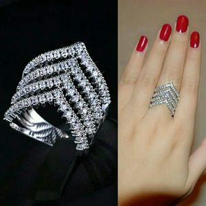 Jewelry - Gorgeous!! 4 Row Chevron Ring