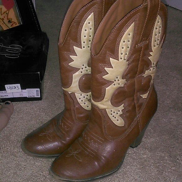 8d1419040375 jcpenney Shoes - JCpenny Cowgirl boots