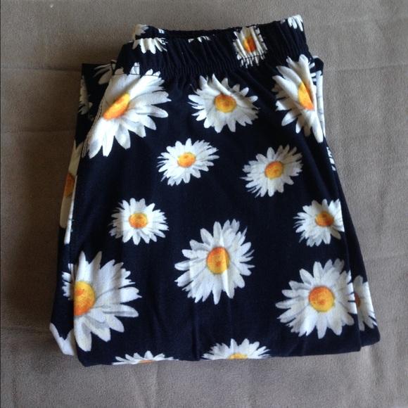 e424cc39dc2a8c Hot Kiss Pants | Soft Daisy Print Leggings | Poshmark