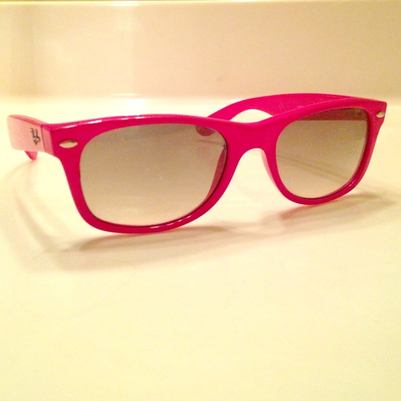 Ray-Ban Women s HOT PINK Wayfarer Sunglasses. M 55b0772e10b8891c0d002713 fde1205558