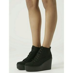 Topshop | NWT Canvas Platform Wedge