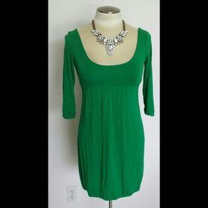Velvet Torch Dresses & Skirts - NWOT Gorgeous green scoopneck dress
