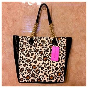 🎉HP🎉 Betsey Johnson Diamond Leopard Quilt Tote