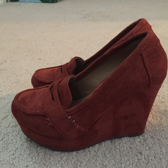71 soda shoes suede soda wedges size 5 5 from