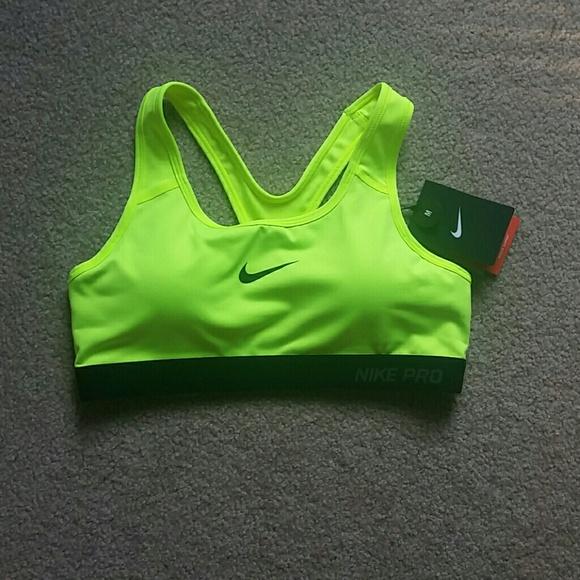 new arrival 9c685 12104 Medium Neon Green Nike Sports Bra and Black Shorts