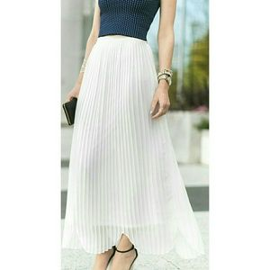 Pleated maxi skirt white – Modern skirts blog for you