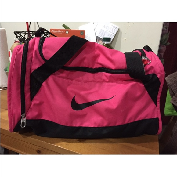 Hot pink nike duffle bag medium size. M 55b1895ac446911f17006b52 3248d098f