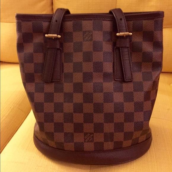 004c4a8f4f40c Louis Vuitton Handbags - Authentic LOUIS VUITTON damier petit bucket bag