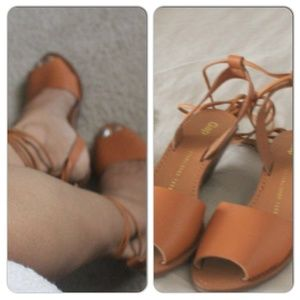 Gap String Sandal size 6