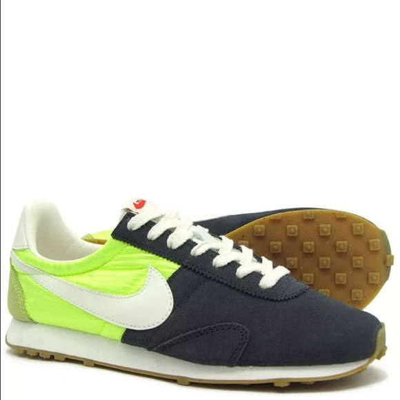 4154c67a94027c NIKE Womens 8.5 PRE MONTREAL RACER VINTAGE Running
