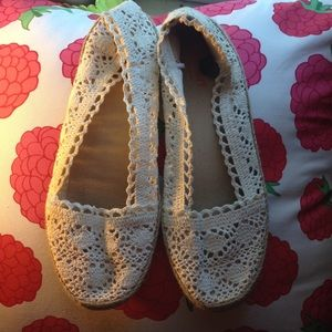 ☀️ Old Navy Lace Flats