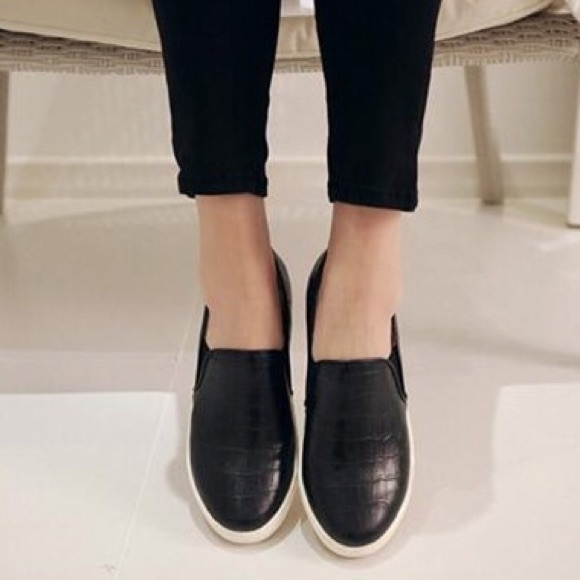 Velvet Steve Madden Shoes Slip On Sneakers