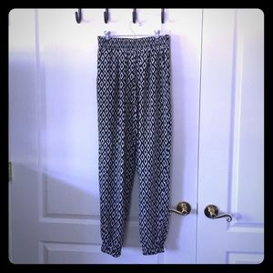 Geo Print Pants with Pockets