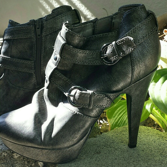 G by Guess Drina 2 Pewter Booties