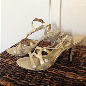 Katie & Katie Shoes - SALe 🎉 Gold Strappy Sandals / 6.5