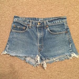 Denim - High waist Levi denim shorts
