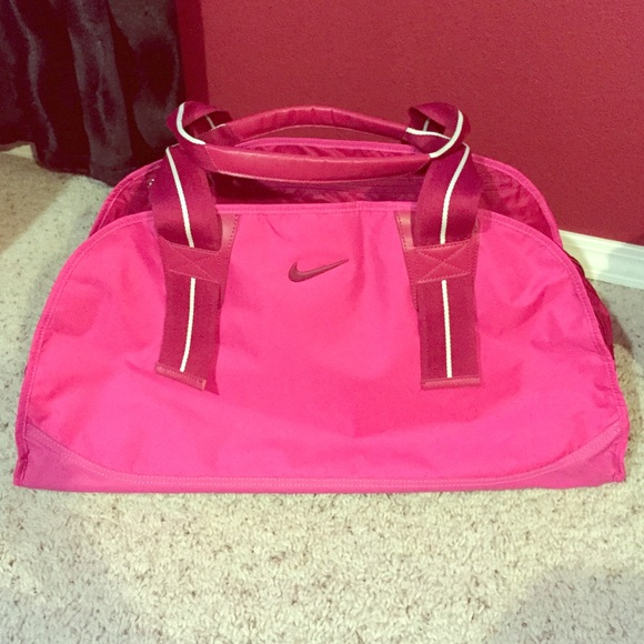 0fb80dd50414 NWOT Nike Hot Pink Gym Travel Duffle Bag
