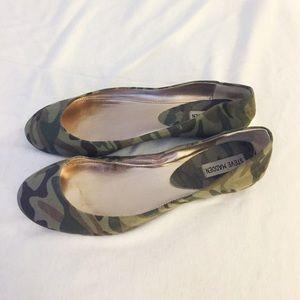 1926dd7e712 Steve Madden Shoes - Steve Madden camo flats p-heaven women s size 10