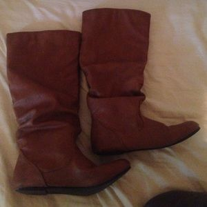 Flat tan leather boots