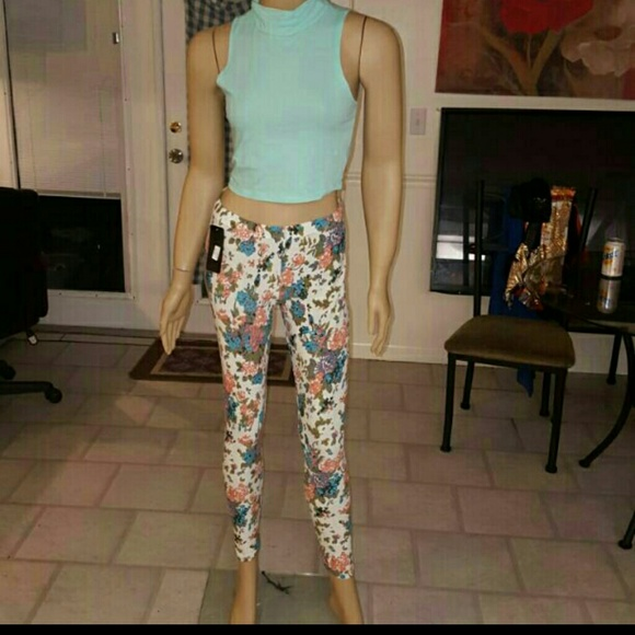 3338dc4852ed9b New floral print leggings and crop top set. NWT