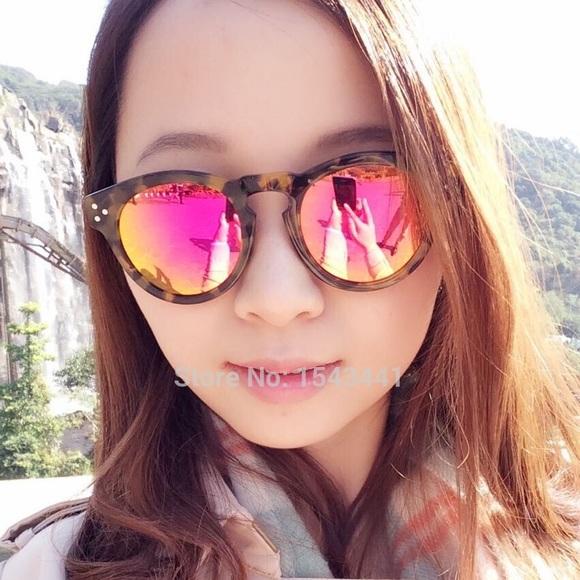 09f8a9aa663 illesteva Leonard Pink Mirrored Round Sunglasses
