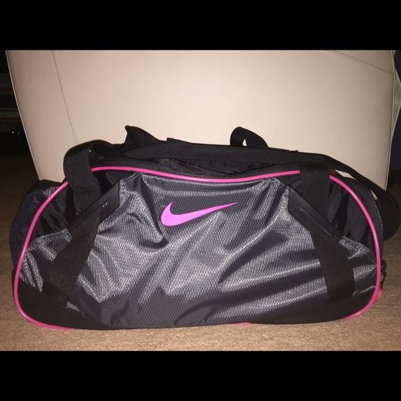 Nike Varsity 2.0 Medium Duffle Bag Black Hot Pink.  M 55b466a34973b67994008888 459996f7c4565