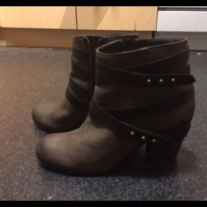 BP. Train wrap belted bootie