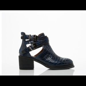 Jeffrey Campbell Shoes - Jeffrey Campbell Sylvester in Blue Croco
