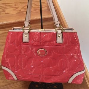Amazing Coach bag in salmon color. Never used.