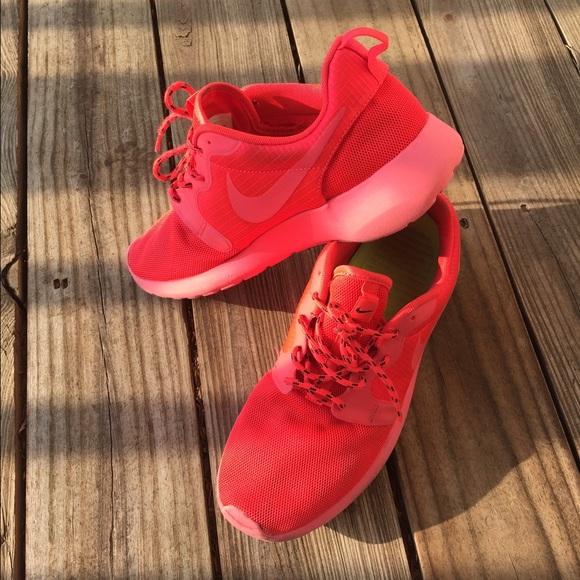 1db74dfb38b6a 🌀Roshe Run Hyper Laser Crimson Red Octobers🌀. M 55b567b32784934a8c00c5e9