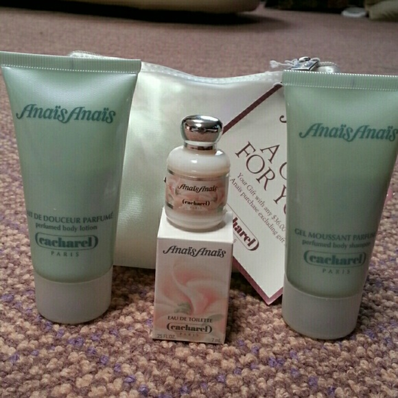 Cacharel Anais Anais perfume travel set