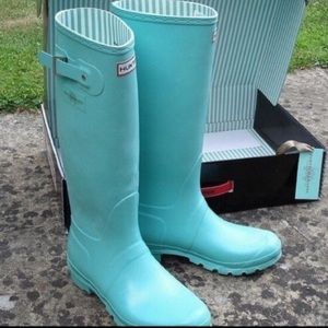 ISO hunters matte Tiffany blue boots
