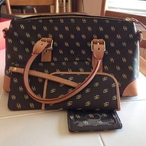 Dooney & Bourke purse w/ accessories