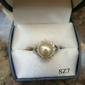 Jewelry - Pearl Ring with Diamonds