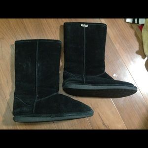Bear Paw Ugg styled boots size 9. Good condition.