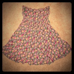 Cute floral FOREVER 21 dress! Comfy, flirty fit!