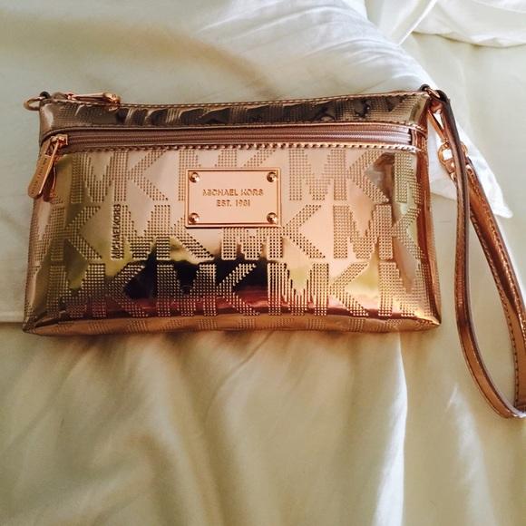 5d6aad1d9986 Michael Kors Bags | Rose Gold Metallic Wristlet Nwt | Poshmark